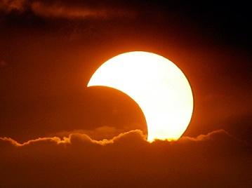 sun_moon_same_size