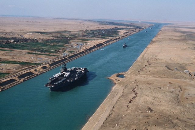 uss-america-in-the-suez-canal